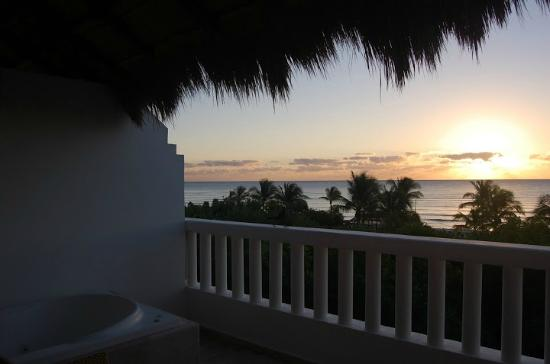 ‪‪Grand Riviera Princess All Suites Resort & Spa‬: Sunrise over the Caribbean view from our terrace
