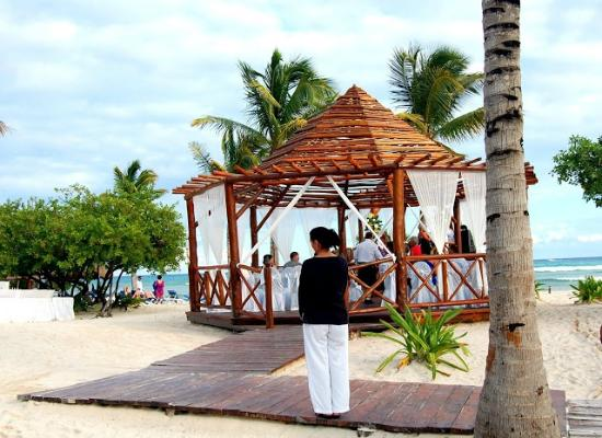 Grand Riviera Princess All Suites Resort & Spa: Wedding Gazebo on the beach