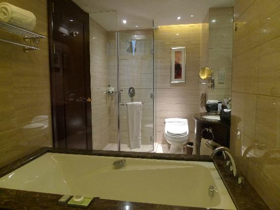 Howard Johnson Riverfront Plaza Fuzhou: Bathroom