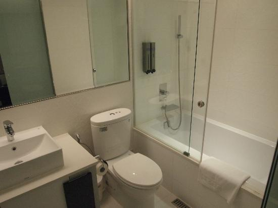 Saual Keh Hotel: Very Clean Bathroom With A Deep Bathtub