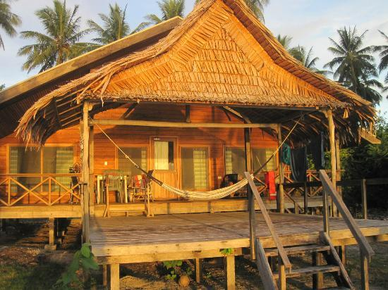 Uepi Island Resort: Bungalow from the beach