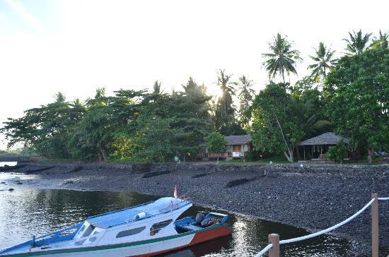Mapia Resort: la spiaggia vulcanica