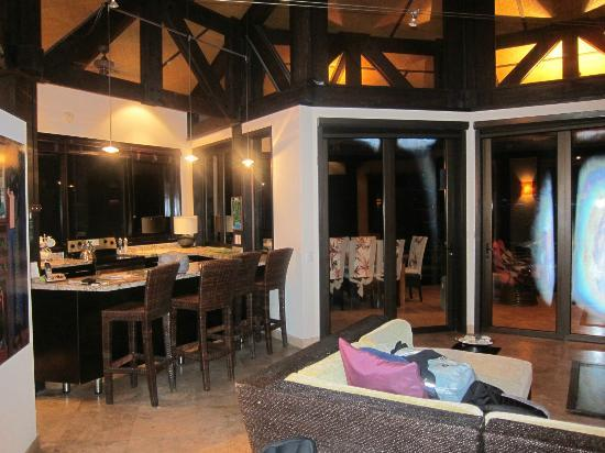 Tulemar Resort: Kitchen/Living Room