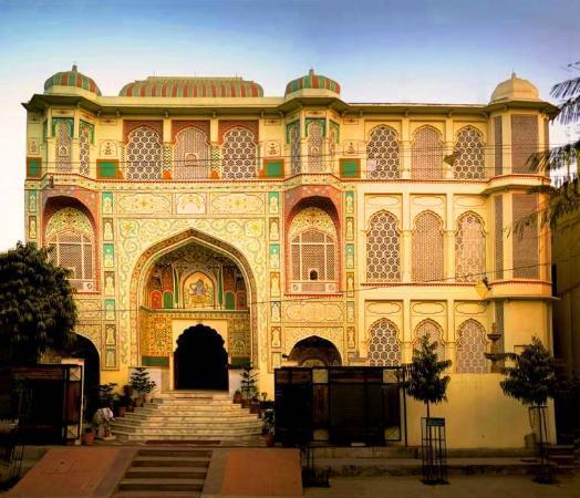 Rani Mahal - A Heritage Hotel: Fassad