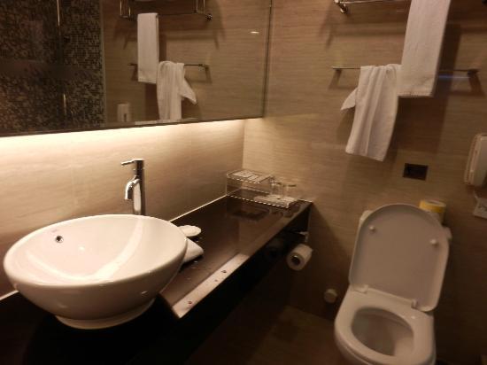 The Bauhinia Hotel - Central: Room 308 Bathroom
