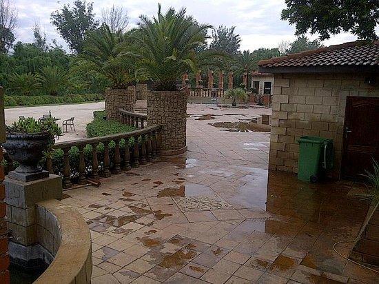 Velmore Hotel Estate : Pool Area