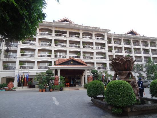 Hotel Somadevi Angkor Resort & Spa: Main Entrance
