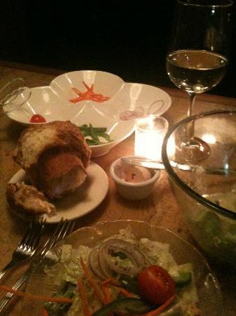 Hudson's Ribs & Fish: Popover, salad and salad toppings