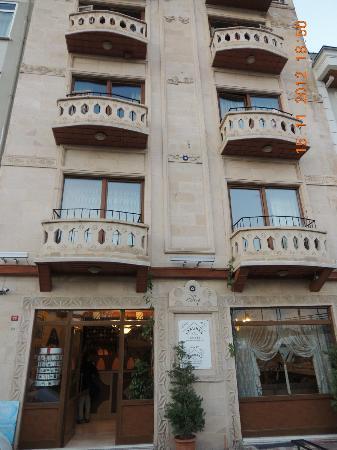 Saruhan Hotel: Hotel Entrance