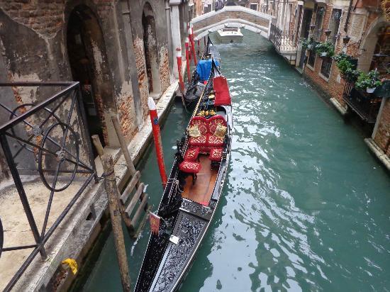 Hotel Al Gazzettino: il canale sotto all'hotel