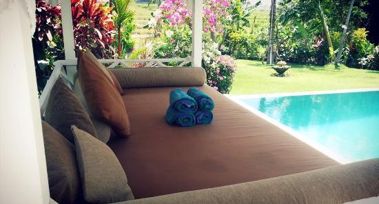 Iman Jasa pool sofa