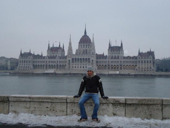Budapest, Hungary: Parlamento e io