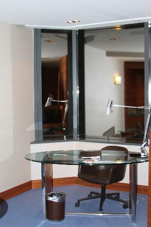 Sheraton Istanbul Atakoy Hotel: work desk