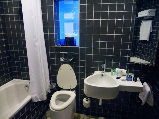 Clayton Hotel Chiswick: Bagno