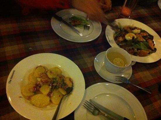Seasons Restaurant: potatoes salad and salad