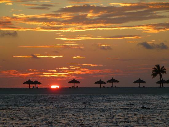 Veligandu Island Resort & Spa : Sunset
