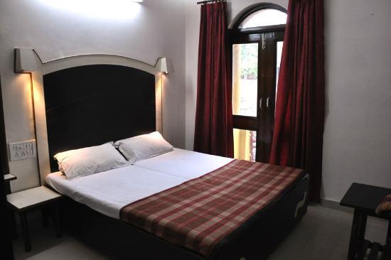 Hotel Sanjay: room