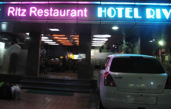 Rivera Hotel: Entrance to Restaurant and hotel