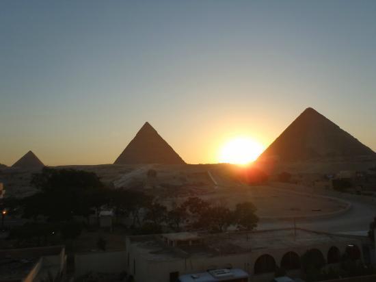Pyramids View Inn: coucher de soleil sur les pyramides