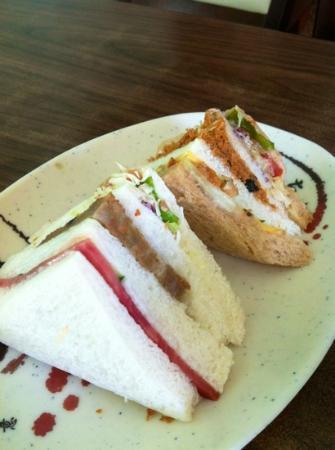Love Home Garden Inn: breakfast: small buffet & a sandwich