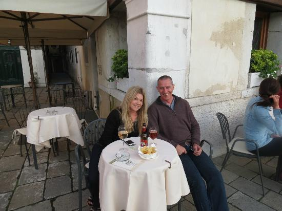 Hotel Antiche Figure: Having a drink outside the hotel overlooking Grand Canal