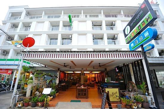 Lemongrass Hotel: Hotel Front