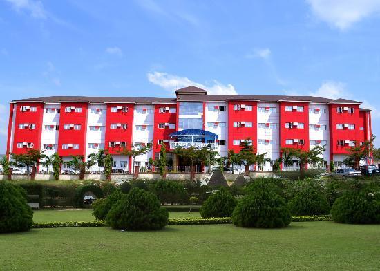 Hotel De Bently: Front view