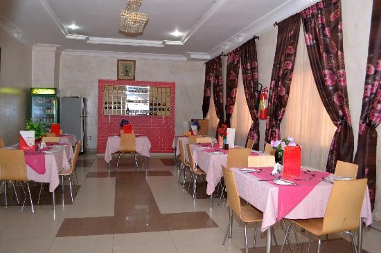 هوتل دي بنتلي: Restaurant