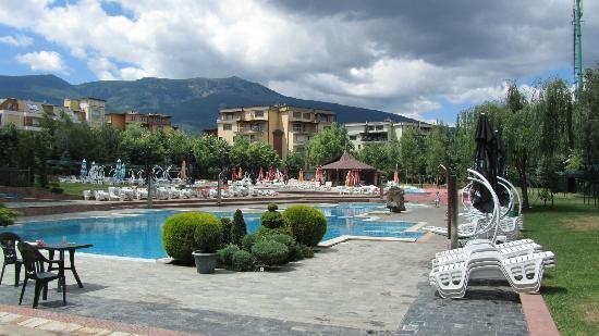 Maxi Park Hotel & Spa : Poolbereich mit Blick auf Vitusha Gebierge