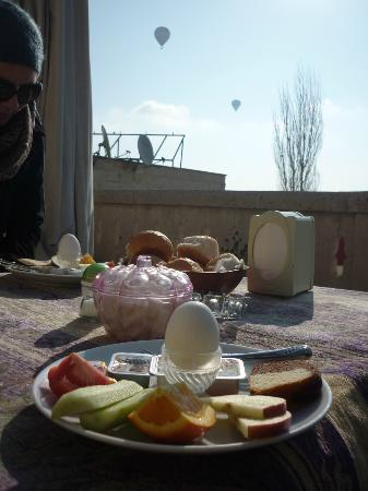 Dream Cave Otel & Pansiyon: Breakfast on the terrace