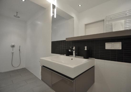 Homage Design Apartments: Cyan - Bathroom