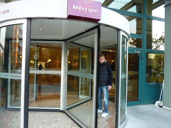 Mercure Budapest Buda: вход 