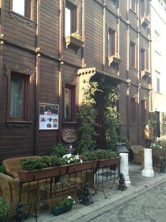 Tria Hotel Istanbul: Вид на центральный вход