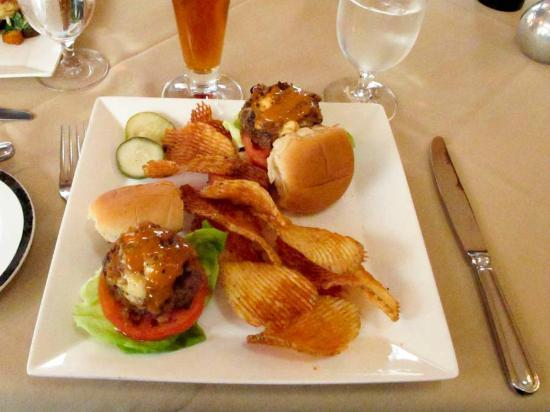 Krazy Kat's at The Inn at Montchanin Village: Sliders, very juicy.