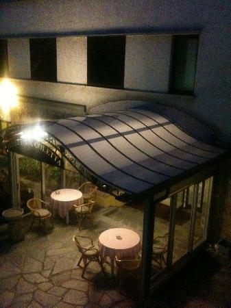 Hotel La Goletta: Ingresso dal parcheggio interno