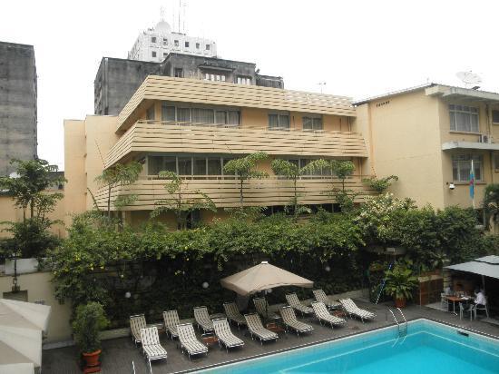 Hotel Memling: La piscine et son bar/restaurant