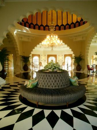 The Oberoi Udaivilas: magnificent entrance