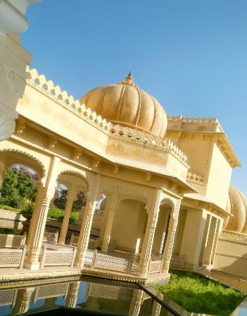 The Oberoi Udaivilas: walking around the hotel