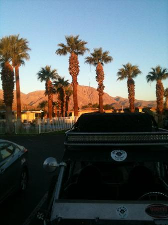 Stanlunds Inn and Suites: Sunrise looking towards pool