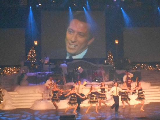 Andy Williams' Moon River Theater : Andy still presides over a great performance