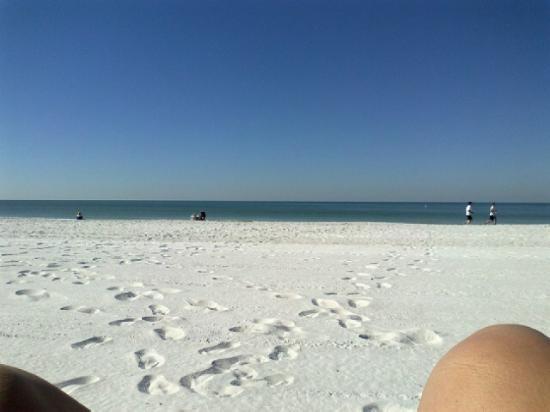 بلازا بيتش هوتل بيتش فرونت ريزورت: Laying on the Beach 