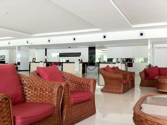One Hotel Santubong: The reception and lobby