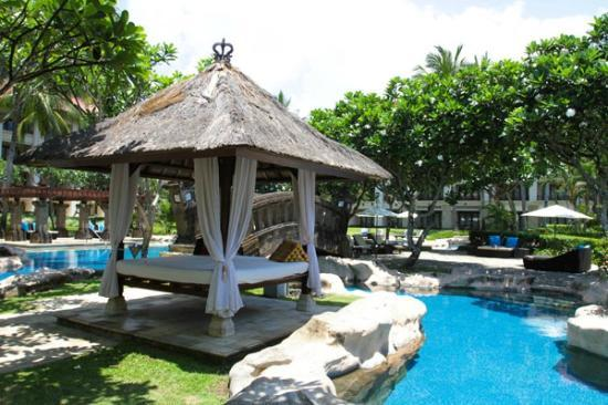 Pan Pacific Nirwana Bali Resort: swimming pool gazebo
