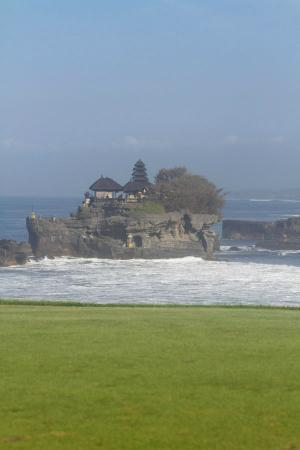 Pan Pacific Nirwana Bali Resort: view to tanah lot