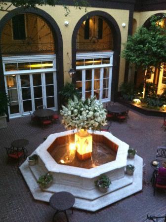 هوتل مازارين: Courtyard 