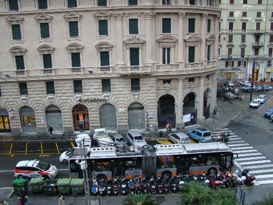 Hotel Continental Genova: Vista do Apartamento