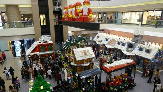 lego christmas village at times square causeway bay 3