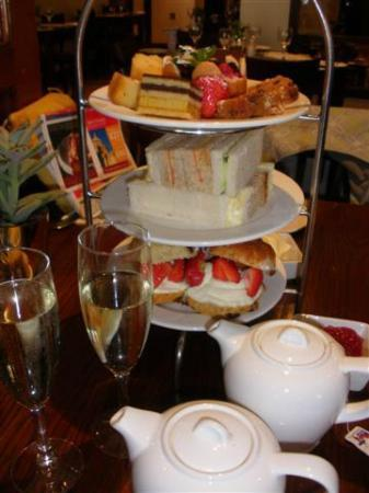 Strand Palace Hotel: High Tea: a MUST!