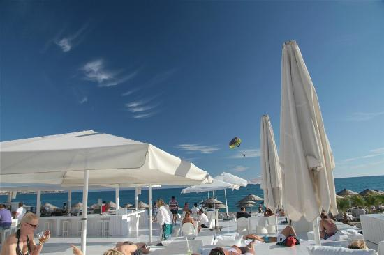 Hotel Su: chill out at the beach bar