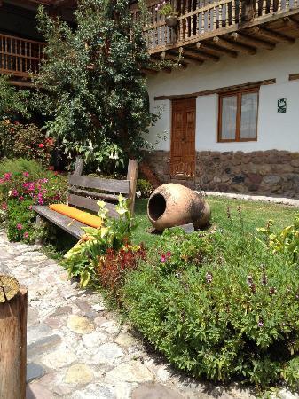 El Balcon: garden